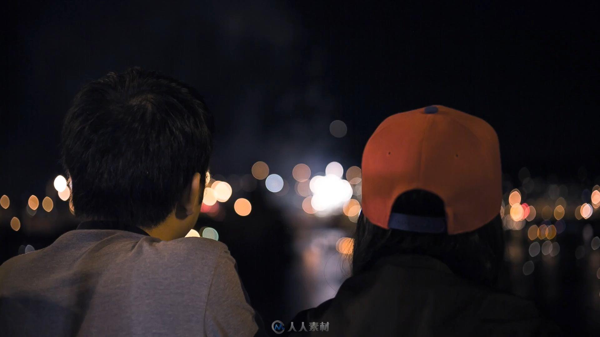 波特兰海滨视频情侣看烟花实拍绽放公园视频游手灵戒素材图片